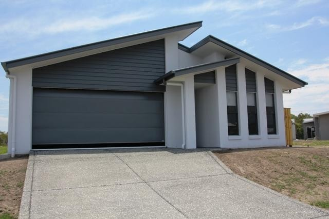 Brand New 4 Bedroom Family Home ( Peregian Breeze Estate )